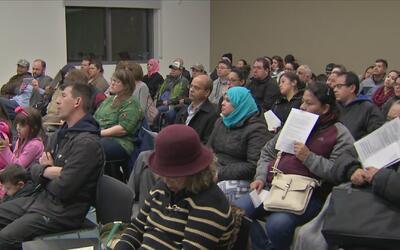 Con multitudinaria asistencia se realizó un foro para inmigrantes en la...