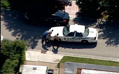 Motociclista se entrega a la policía tras persecución en Miami Dade