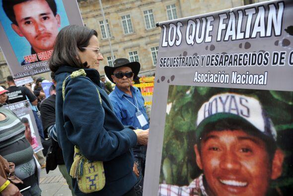 Clara Rojas, quien por seis años fue rehén de las FARC y a...