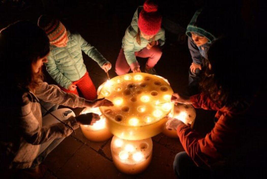 Esta gente en Bucarest se alista para hacer frente a la oscuridad con ve...