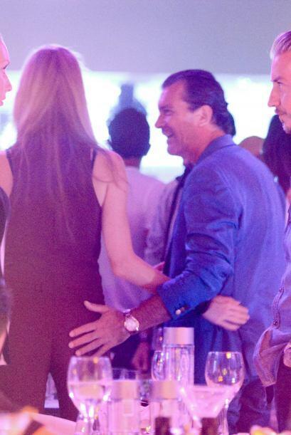 """El actor español salió a una noche de """"rumba"""" con su nuevo amorcito."""