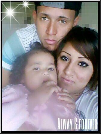 Génesis y Alexis nos enviaron esta bonita imagen con su hija Gise...