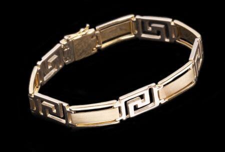 """Pulsera estilo moderno, de diseño especial, con la letra """"S"""", en oro ama..."""