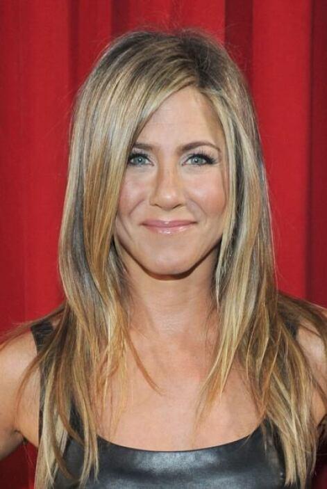 Sin duda una de las más envidiadas cabelleras es la de Jennifer Aniston,...