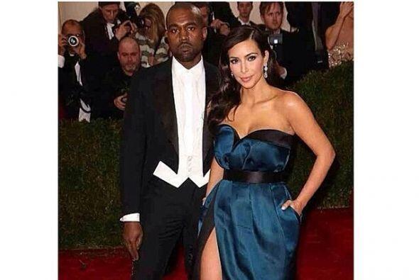 Que bien lucen, el muy elegante de smooking y ella con un vestido que re...