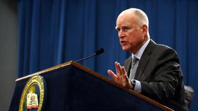Gobernador Brown de California aprobó leyes en pro de los inmigrantes.