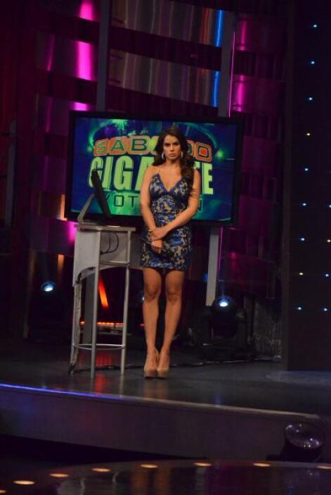 También Vanessa estaba feliz por la presentación y no perdió ningún deta...