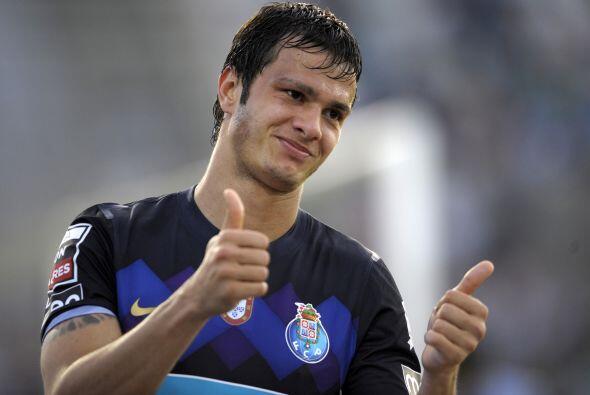 Y desde Portugal aparece el goleador brasileño Kleber.