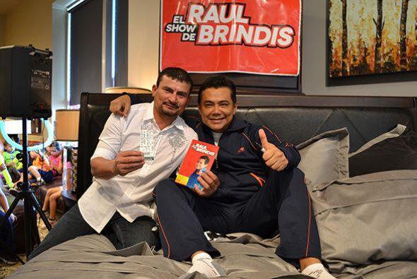 Y así acompañarnos en nuestros remotos.   Escucha El Show de Raúl Brindi...