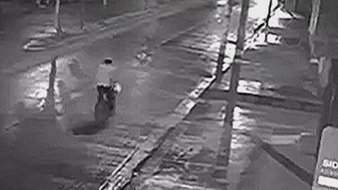Ciclista muere arrollado por un auto sin control que había chocado contr...