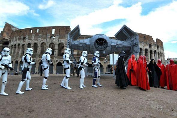 Hasta una nave llegó a los pies del Coliseo romano.