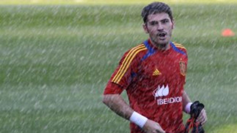 Pese a seguir con su proceso de recuperación, Casillas estará al lado de...