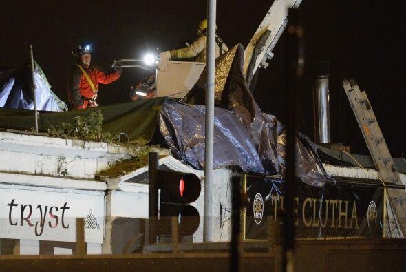 En rueda de prensa, House indicó que continúan las labores de rescate en...