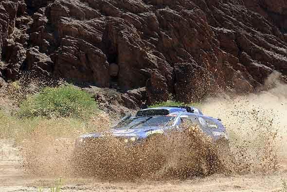 Carlos Sainz llegó al comienzo de la tercera etapa como líder del Dakar...