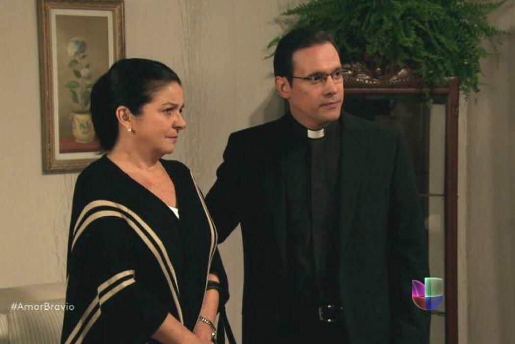 El Padre se presenta en la casa de Camila y Daniel para presentarles a R...