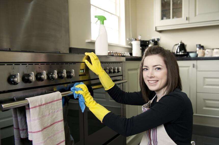 Antes que nada necesitas darle una buena limpieza a tu hogar. Empieza ab...