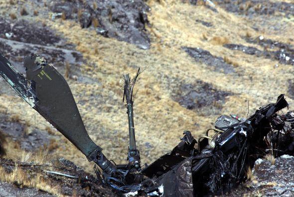 Restos del helicóptero.  El ministro del Interior, Tareck El Aissami, co...