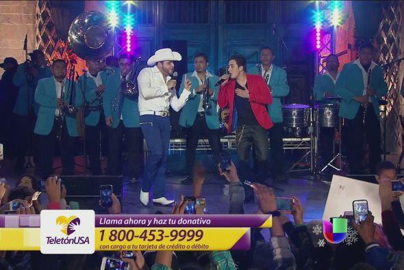 Por su parte Gerardo Ortiz cantó por primera vez al lado de su hermano K...