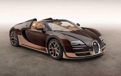 En 2013 Bugatti presentó los primeros tres modelos de su serie Legends y...