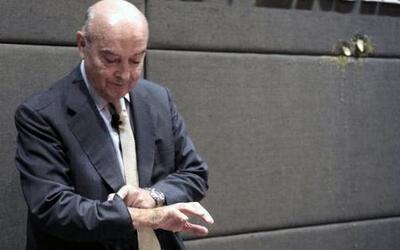 Lanzan huevos contra el exministro de Economía argentino, Domingo Cavallo