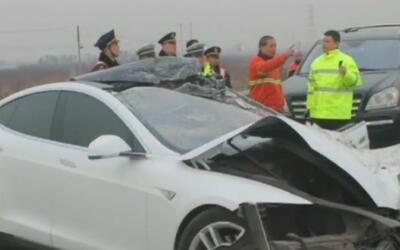 Muere un joven en China cuando manejaba un Tesla en 'autopilot'
