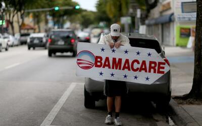 Donald Trump amenaza con acabar con Obamacare