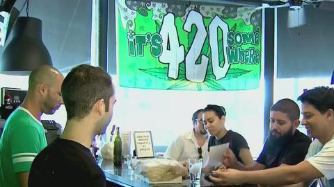Cientos de personas celebran el Día de la Marihuana en Miami