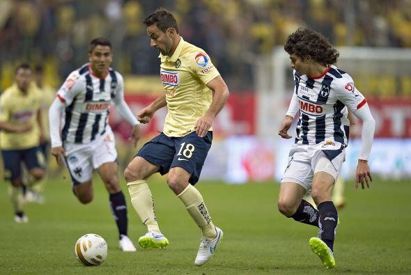 El delantero Luis Gabriel Rey tuvo algunas ocasiones de gol, pero le fal...