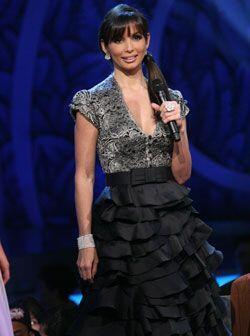 Este vestido negro con top de encaje y falda de múltiples vuelos...