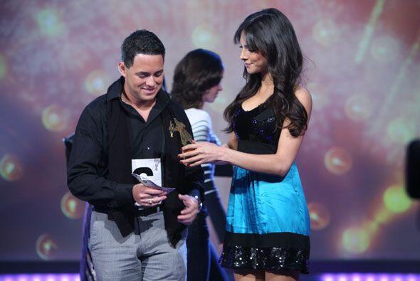 La modelo mexicana se encargaba de coronar a los reyes de la canción en...
