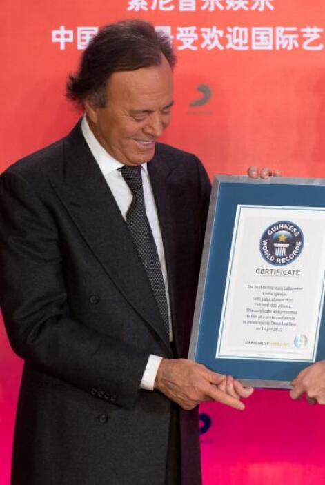 A principios de abril de 2013, el artista fue reconocido en Pekín por se...