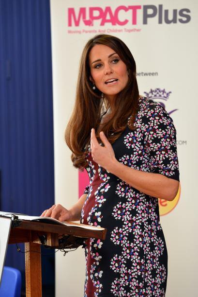 Un aplauso para Kate Middleton que cada día luce más linda.