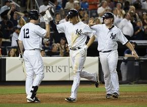 Yankees pisan talones a Azulejos