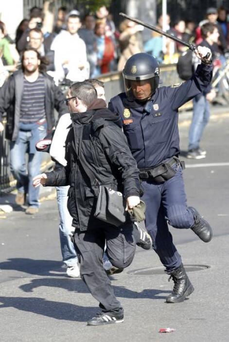 Medios han reportado que durante la huelga de 24 horas, convocada por lo...