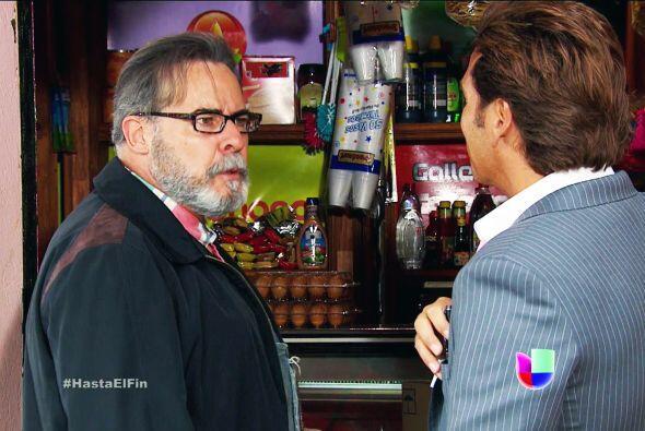 ¡Muy bien don Paco! No se deje convencer, sólo quieren comprarle su tien...