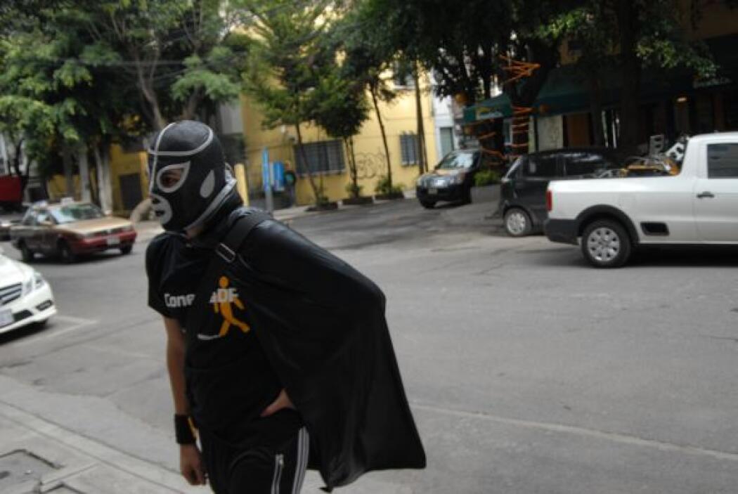 Peatónito, el superhéroe anónimo se ha echado esta causa en sus hombros.