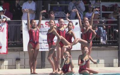 Ellas son el equipo de nado sincronizado de Sacramento