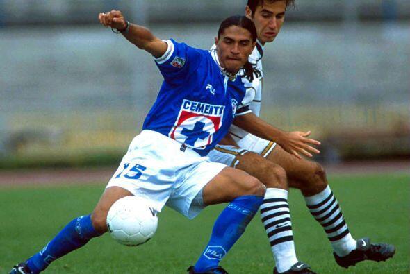 El Cruz Azul mantuvo su buena racha tras obtener el campeonato en 1997 a...