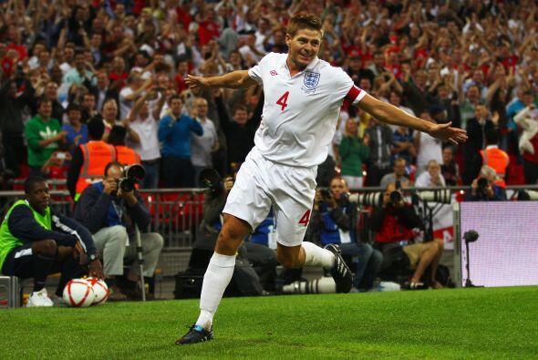 Pero, como siempre, el capitán Steven Gerrard se encargó de ordenar todo...