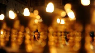 Un monje tibetano se suicidó prendiéndose fuego a lo bonzo en el sudoest...