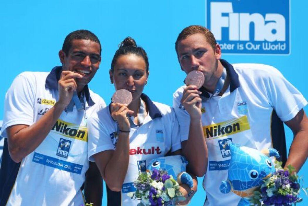Los nadadores brasileños celebraron el bronce en los 5km. por equipos.