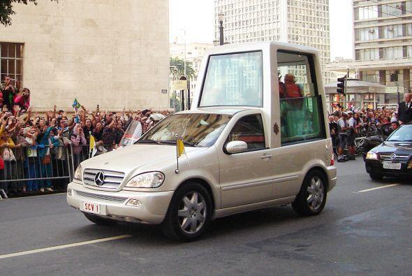 Mercedes-BenzML430: Posee un motor V8 de 4.3 litros que desarrolla 272...