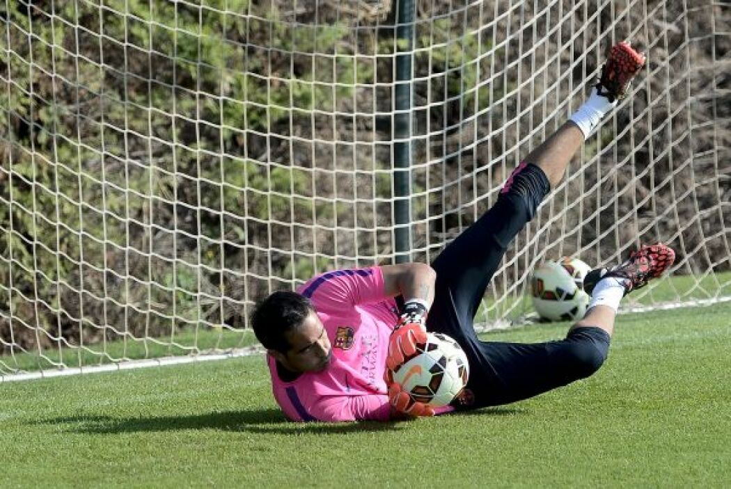 Otro que llegó para reforzar el arco de los culés es el chileno Claudio...
