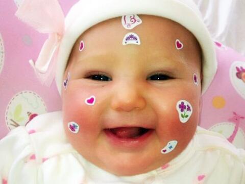 Y aquí tenemos a otra bebé estrella. Alexa, la hija de Ger...