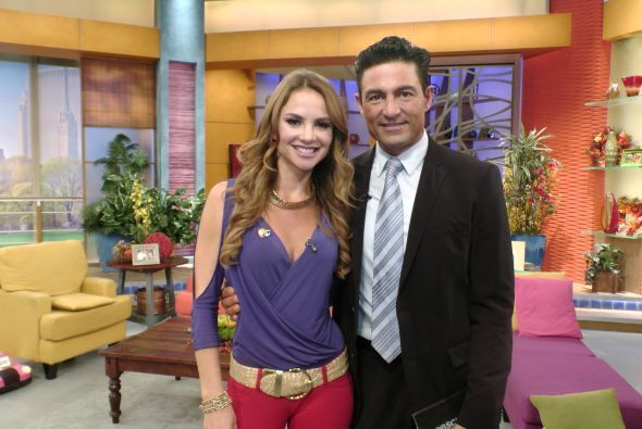 Ximena aprovechó para tomarse la foto del recuerdo con el guapo Fernando...