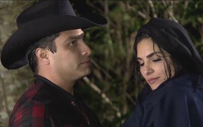Julión Álvarez casi babea con la actuación de Alejandra Espinoza