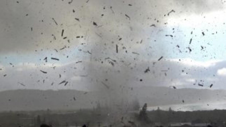 Los meteorólogos advierten sobre la posibilidad de más tornados en Estad...
