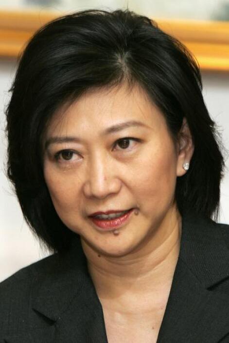 74.- CHUA SOCK KOONG. Es la CEO de SingTel, una empresa de telecomunicac...