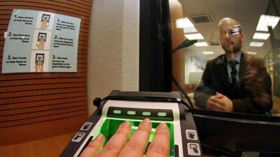 La toma de datos biométricos es uno de los principales costos par...