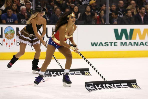 En un partido de hockey, las chicas ataviadas como heroínas le pusieron...
